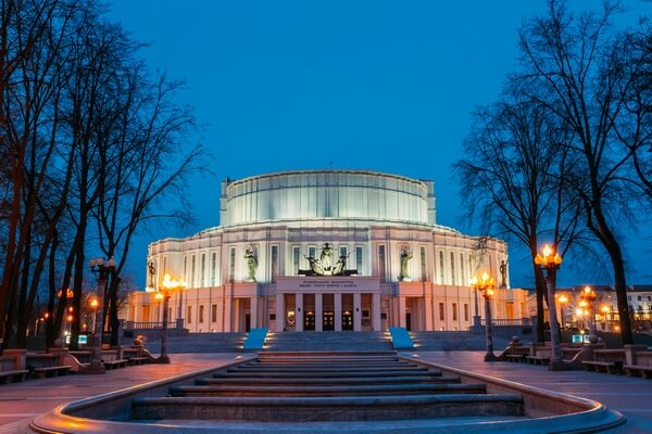 opera house Minsk - night view